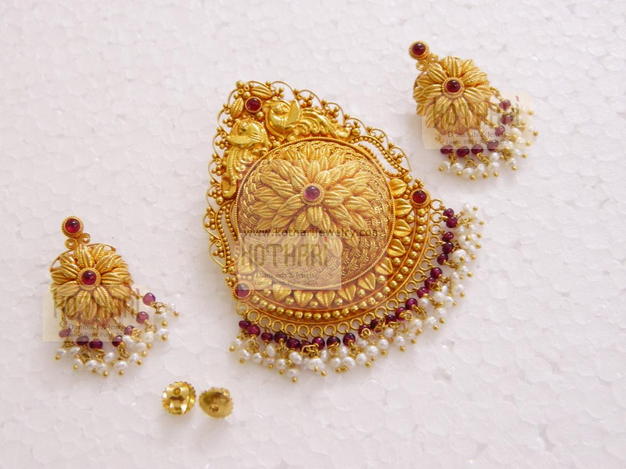Beautiful 22k Gold Pendant Set